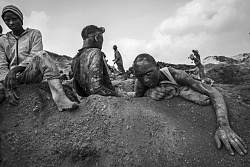"""DEMOCRATIC REPUBLIC OF CONGO """"The victims of our wealth"""" (Stefano Stranges)"""